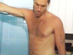 Coquine francaise a la salle de bain
