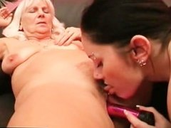 Lesbo mature getting pussy dildoed