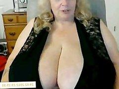 Gisele 74 ans et ses gros seins