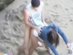 Amateur Sex in the Beach 03