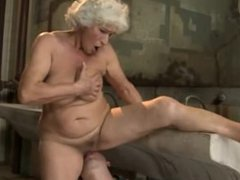 Mature granny gets pussy fucked by this lucky guy