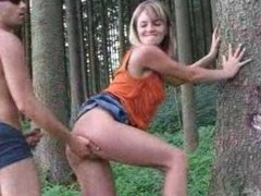 Amateur blonde cutie outdoor sex in the forest