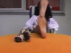 Ebony girl shows her pretty feet clip