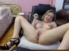 Flexible hot blonde chick rubbing on webcam