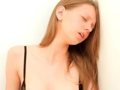 18 years old ultracute vagina fingering