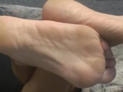 Blonde cougar soles and feet.