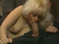 Hot blondes - Scene 2