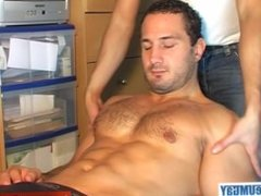 Enzo, a real straight hunk get wanked his enormous cock by a gay guy !