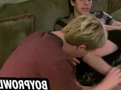 Teen twinks jerks each other off and give blowjobs