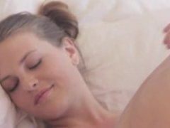 beauty cumming in white sheets
