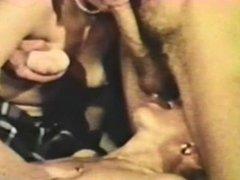Peepshow Loops 325 70s and 80s - Scene 2