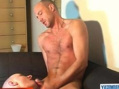 David a real straight guy get sucked his strong cock by a guy !