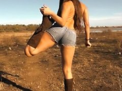 AMAZING BODY BABE OUTDOOR NUDISM! Ultra Tight n Short Jeans! Perfect Ass