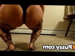 PAWG shakes her booty