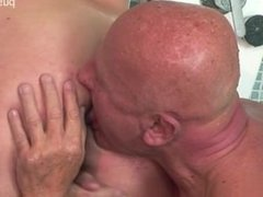 Big ass girlfriend penis sucking