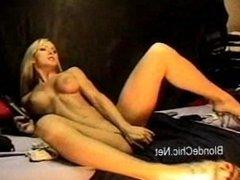 Hot babe pumps her ass