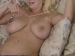 Mariah Lynn put dildo on her tight shaved pussy