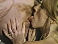 Lesbian Peepshow Loops 585 70s and 80s - Scene 4