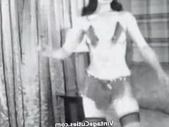 Girl Shaking Ass and Posing in Her House