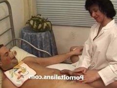 Italian porn - dottoressa matura pelosa fa pompino - hairy mature doctor