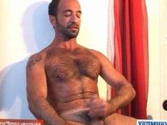 Arab sport guy serviced: Kmel get wanked his hard cock by a guy !