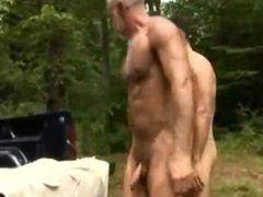 cojiendo con el madurito en el bosque