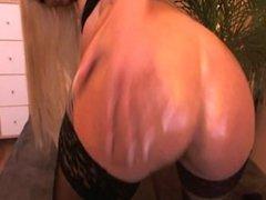Hot Mature Webcam Chick fucks her Ass