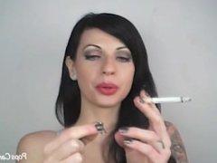 Lynn PoPs Smoking