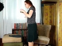 Business lady masturbates in pantyhose after a hard days work