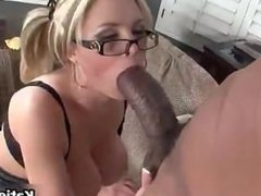 Huge naturals girl wraps her lips around a BBC!