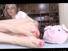 Domme Kyaa's hot feet 1