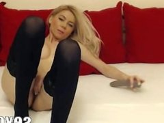 Sexy Webcam Girl loves to fuck her pussy
