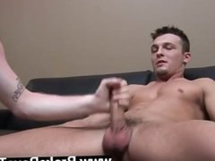 Gay sex Showing off his knowledge at multi tasking, Ross masturbated both