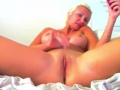 I'm a busty blonde & I masturbate my pussy for you!!