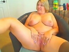 mature milf spreads pussy on cam