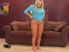 SEXY BLONDE WITH BIG ASS AND BIG TITS SHOWS OF HER PANTYHOSE