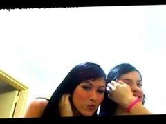2 chicas muy buenas bailando por la web cam
