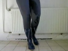 Hot woman pisses in her tights
