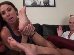Mother worship her daughter pretty feet