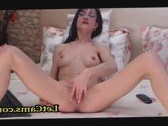 Skinny milf masturbates with finger live webcam show