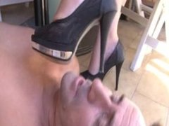 feet slave lick fetish