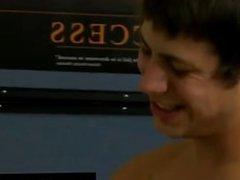 Twinks XXX Timo Garrett gives his teacher Julian Smiles a classic apple
