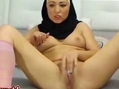 Hot arabic girl does a crazy camshow! HOT!