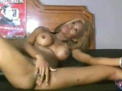 Ebony amateur with big pussy lips on cam. porno cam free live porn