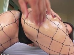 Brazzers - Mandy Muse shows of her big butt