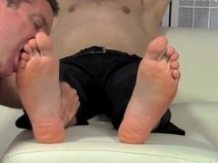 Leon feet worship
