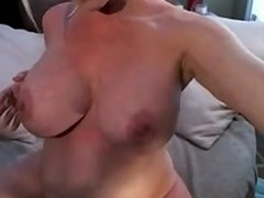 pregnant milf fingers herself