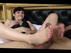 The pink soles of Melissa in full action