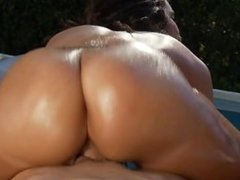 Kelly Divine - Krazy Kurves
