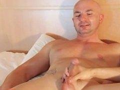 Straight guy do it better ! cock wanking